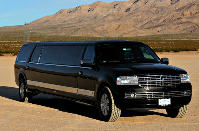 Lincoln Stretch Limousine 6- Passengers